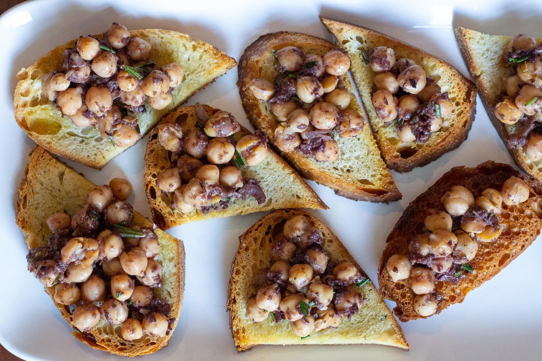 Olive Chickpea Crostini recipe - qb cucina
