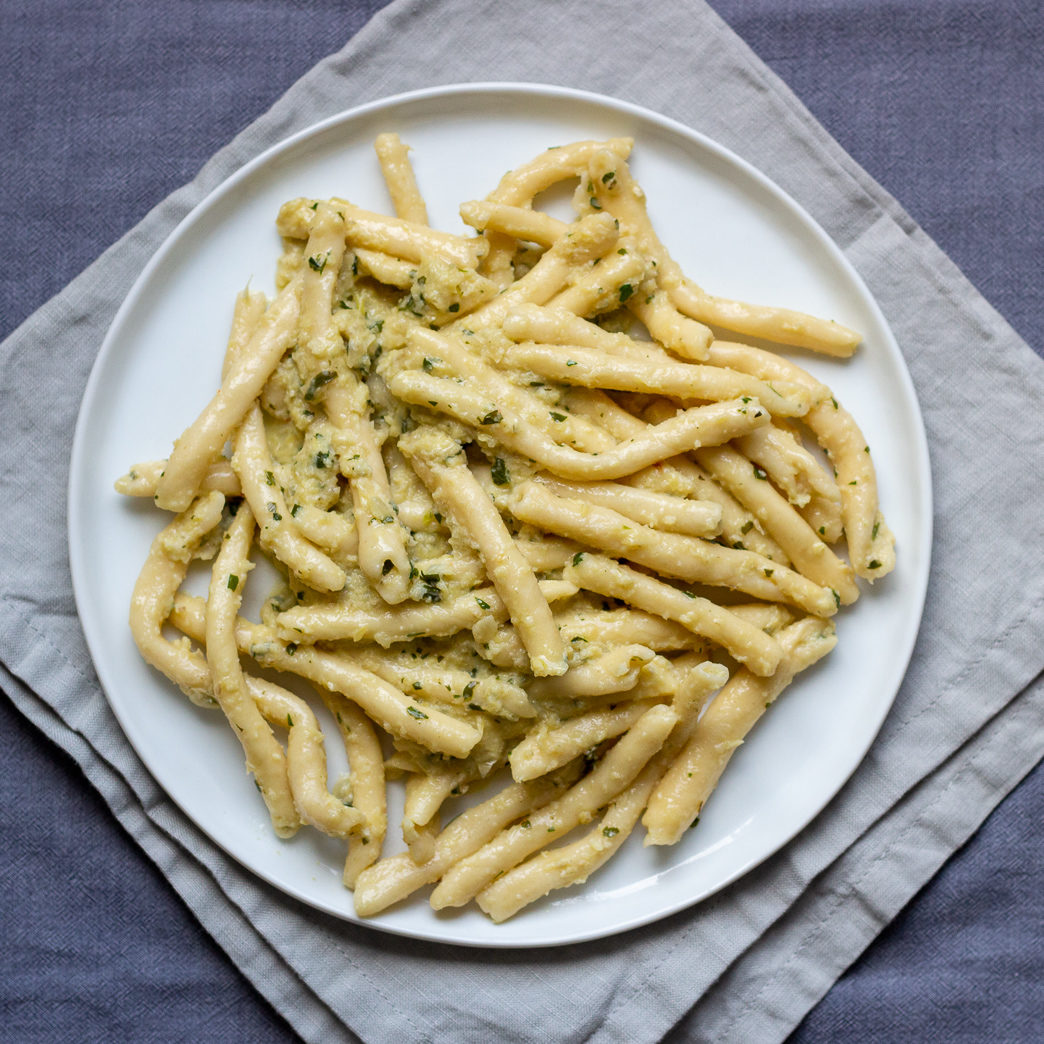 Maccheroni al ferro with Artichoke Sauce - q.b. cucina recipe