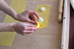Shaping ricotta tortelloni