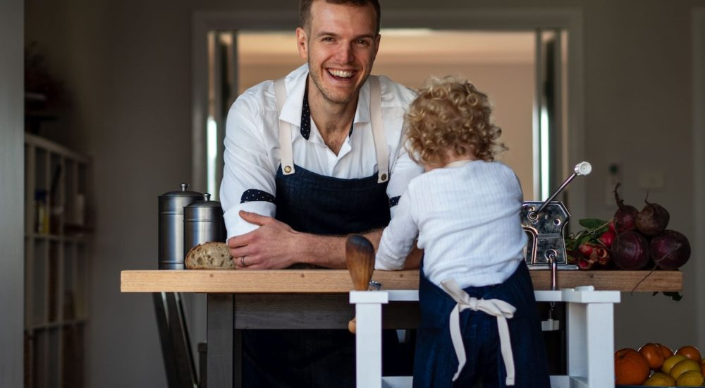Pasta et Al - Father and son making pasta